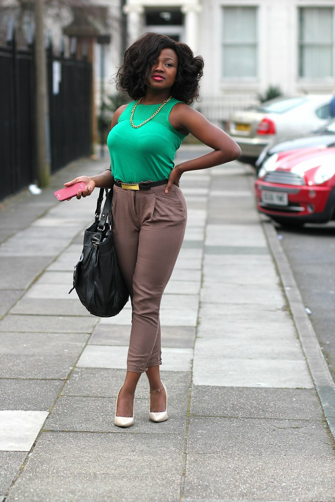 cropped pants,Cropped Pants Trend :Brown cropped pants & Green sleeveless top/blouse, cropped trousers, how to wear cropped trousers, how to style cropped pants