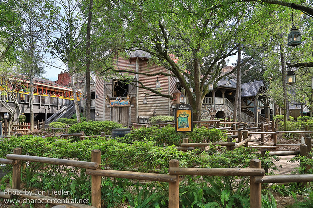 WDW Spring 2013 - Wandering through Frontierland