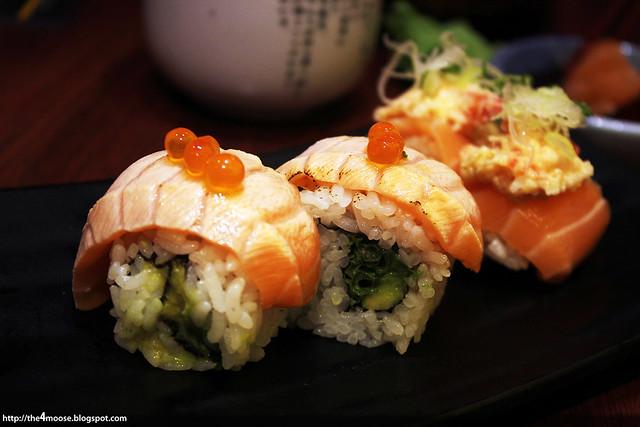 Itacho Sushi - Roasted Salmon Roll