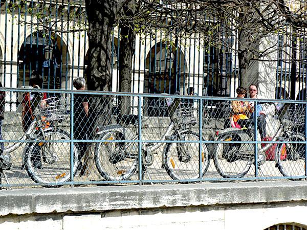 laisser son vélo à l'entrée du jardin.jpg