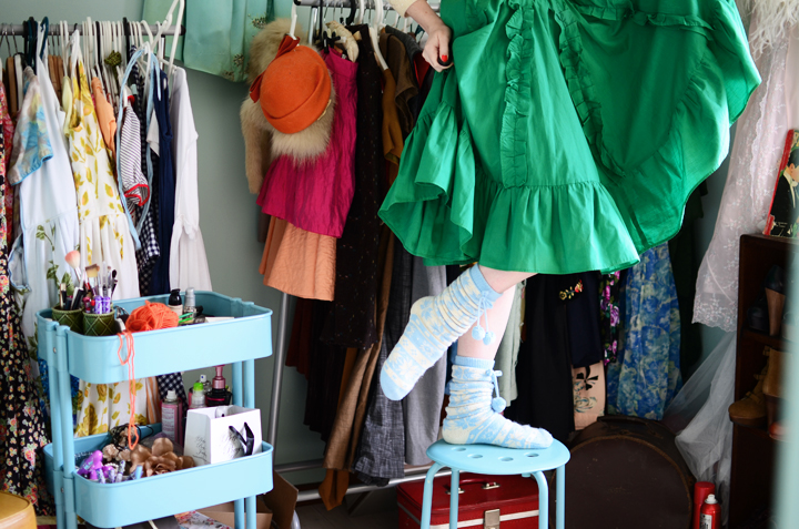 vintage-green-ruffle-skirt e