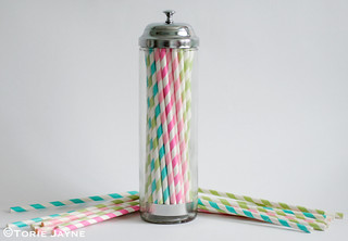Paper straws dispenser