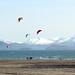 Na Aljašce můžete i dobře kitesurfovat, tedy pokud se nebojíte studené vody, foto: www.alaskakiteadventures.com