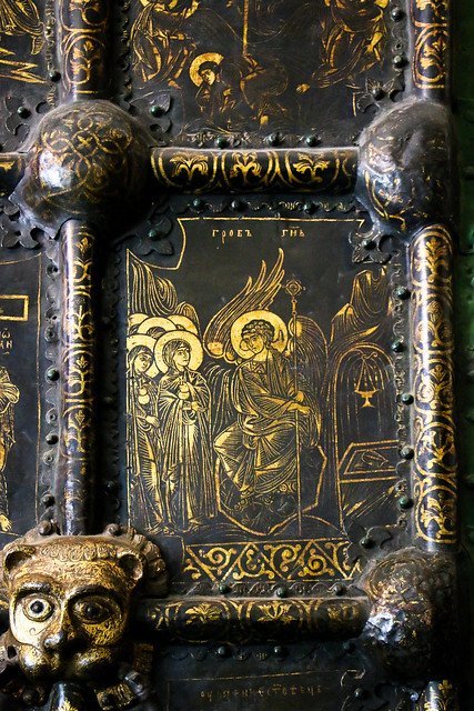 Details of old door in Cathedral of the Nativity, Suzdal スズダリ、ラジヂェストヴェンスキー聖堂の「黄金の門」