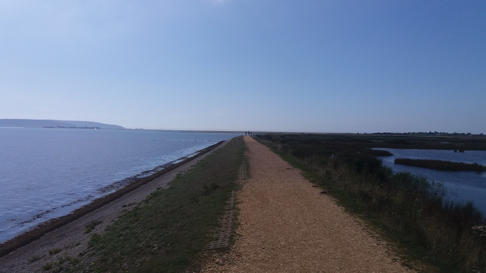 20160907_124037 Sea wall - Pennington marches, and the Solent