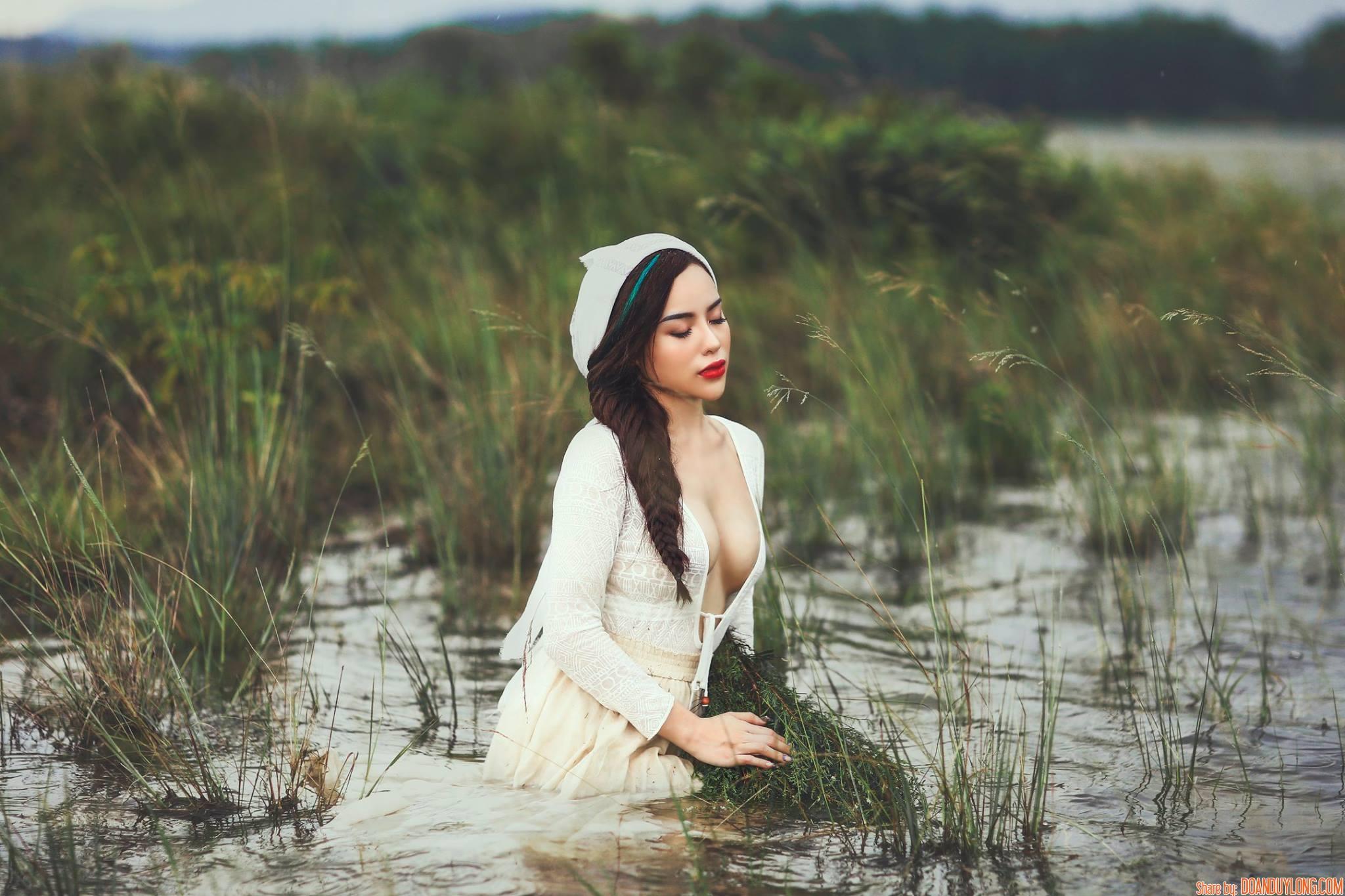 Chia sẻ stock bộ ảnh cô gái bên sông