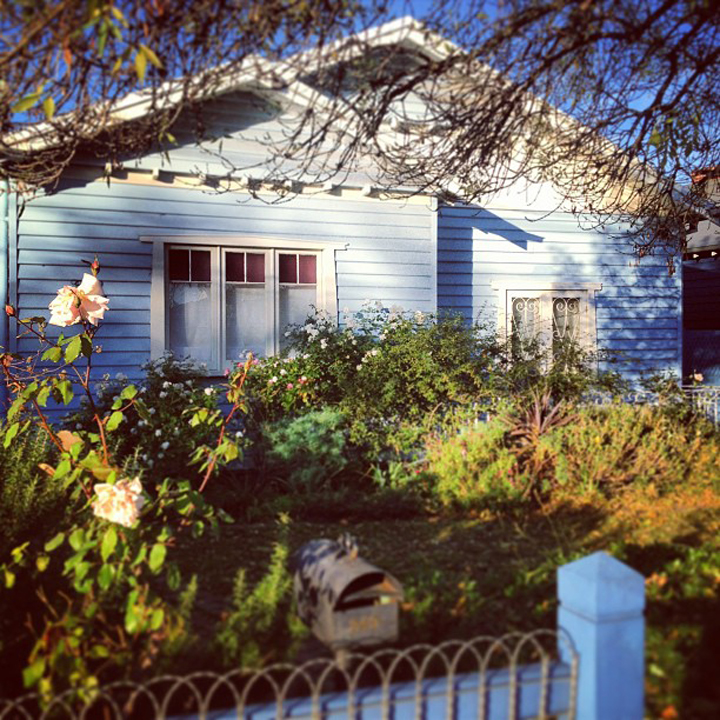 blue-weatherboard-house-melbourne