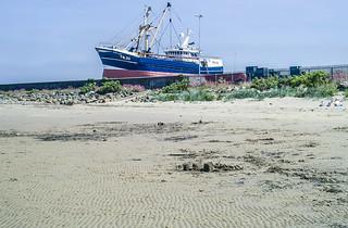 LAND AHOY! [CLAREMOUNT BEACH IN HOWTH]-121731