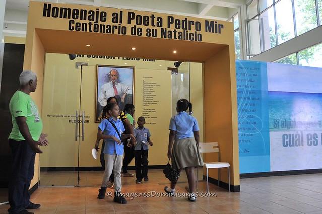 Stand Pedro Mir en Feria del Libro