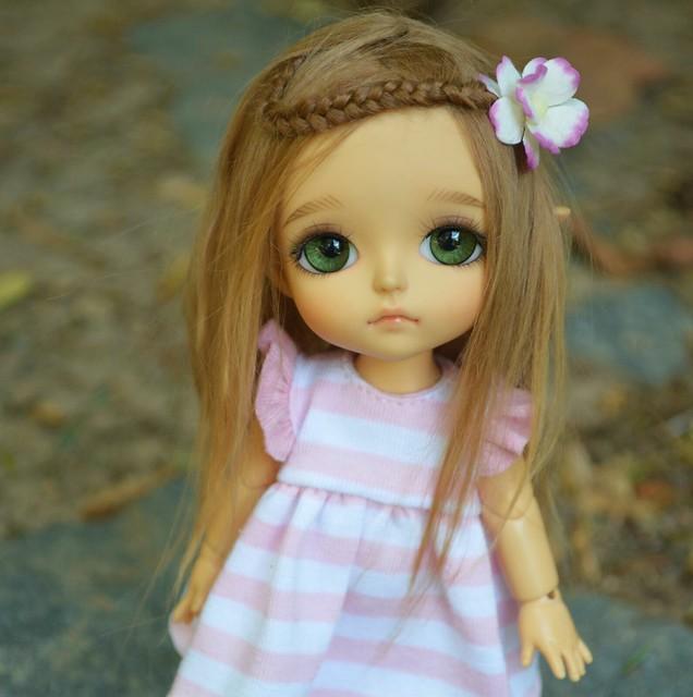 Phee modeling honey blond wig for my Etsy update