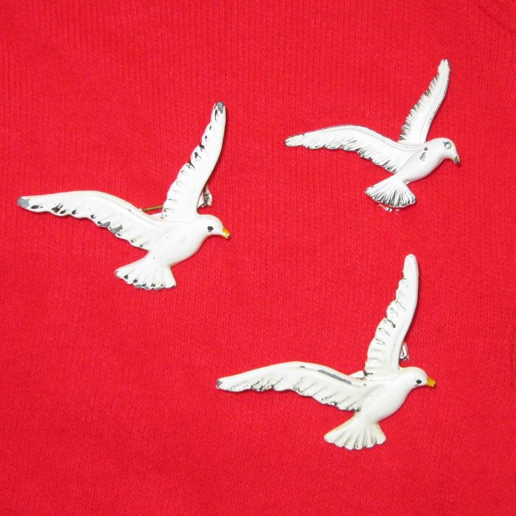 seagull pin detail