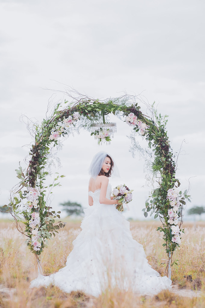 Multifolds, Pearly Law Makeup and Hairstyling, Jessica Cindy, Melissa and Jonathan, Melissa Celestine Koh, Heaven in Wild Flower, style shoot, wedding arch, bouquet, white gown
