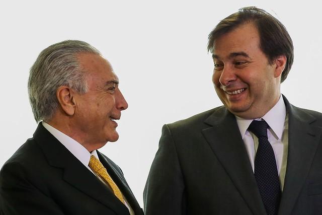 Presidente não eleito, Michel Temer, e presidente da Câmara, Rodrigo Maia  - Créditos: Marcelo Camargo / Agência Brasi