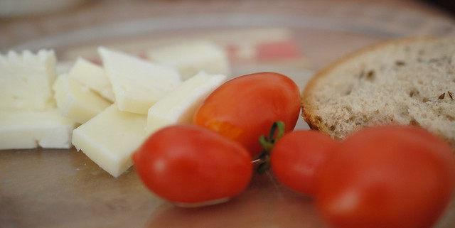 iraqi cheese and cherry tomatoes