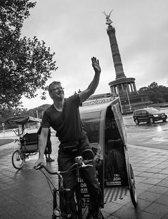 Berlin, Mai 2013. Rikschafahren an der Siegessäule