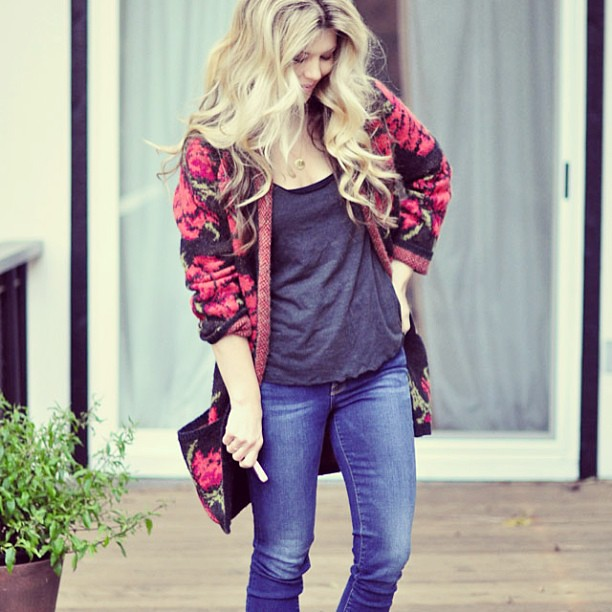Easy #weekend #style... #ootd at lovemaegan.com still cool enough at night for a big cozy cardi. Happy Weekend Lovecats!