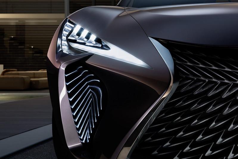 Фары Lexus UX