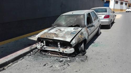 Incendio de un coche en la calle Rio de Janeiro