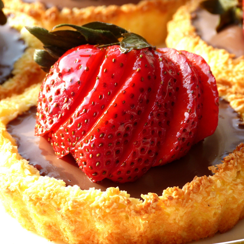 Chocolate Strawberry Macaroon Tartlett