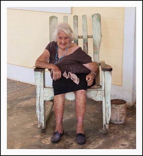 oma in stoel by hans van egdom