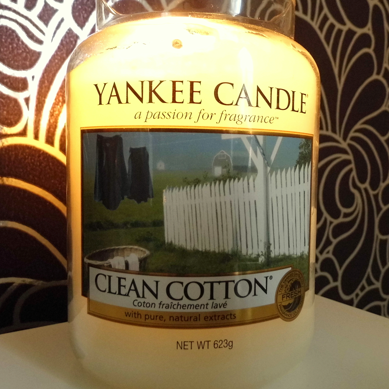 Chloe Likes To Talk Yankee Candle Clean Cotton