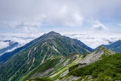 峠まで下ってから、あの蓮華岳に登ります