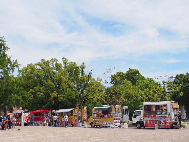 大阪城旁的快餐車