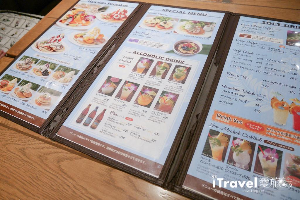 《东京下午茶推荐》Hawaiian Pancake Factory:摇摇裙摆阿啰哈!来份热夯综合水果松饼搭配夏威夷菠萝柑橘汽水。