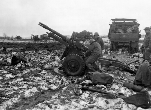 Gunners 76 field artillery battalion QF25 MkII Pdr   Germany 3rd Februray 1945