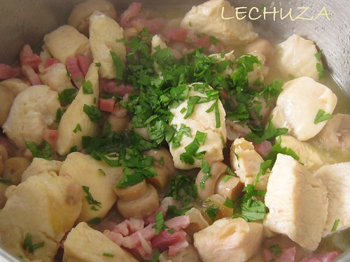 POLLO CON CHAMPIS Y BACON AL AJILLO (11)