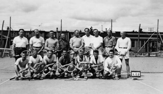 A men's tennis group at an internment camp in the vicinity of Fredericton, New Brunswick / Groupe de joueurs de tennis dans un camp d'internement près de Fredericton (Nouveau-Brunswick)