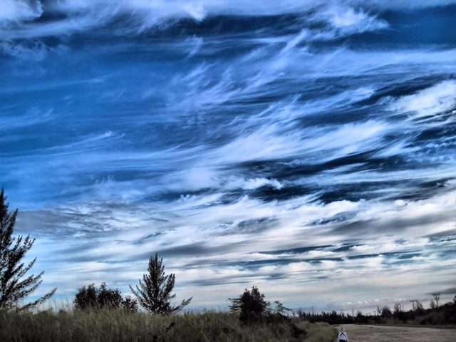 Cirrus clouds HDR 20130601