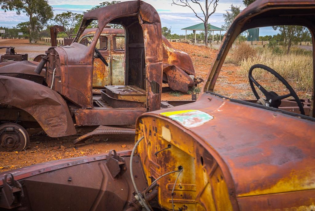 Abandoned rusty cars in the Northern Territory near Karlu Karlu-8
