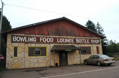 gordonwi gordonwisconsin wi wisconsin bowling gordon building bar bowlingalley lounge food bottleshop sign northernwisconsin unitedstates usa unitedstatesofamerica rural smalltown