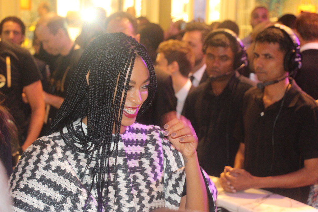 solange knowles, dubai mall, vogue italia, fno, fashion night out