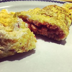 @laubesco cooking nite... #omelette con #gamberi al rosso di #calabria! #food #dinner #loveisintheair