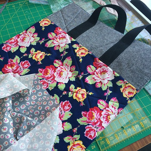 Another tote in progress. This is your fault @adrianneonthewindyside I think I'm addicted too. Thanks again for tutorial #ihaveafabricproblem #ihaveatotebagproblem