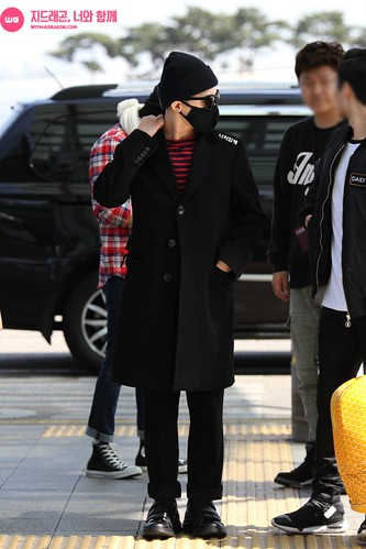 Big Bang - Incheon Airport - 01apr2015 - G-Dragon - With G-Dragon - 03