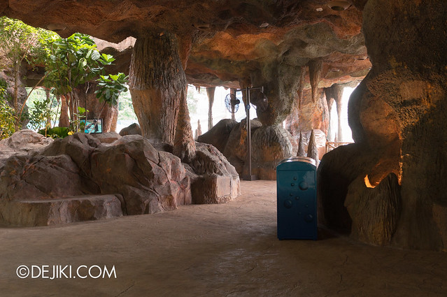 Marine Life Park Singapore - Adventure Cove Waterpark - Inside the Grotto