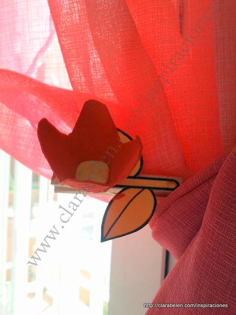 Manualidades del colegio: flor hecha con carton de huevos para imán de nevera o para adornar cortina
