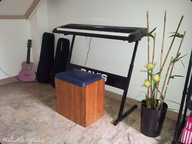 Davis piano stand