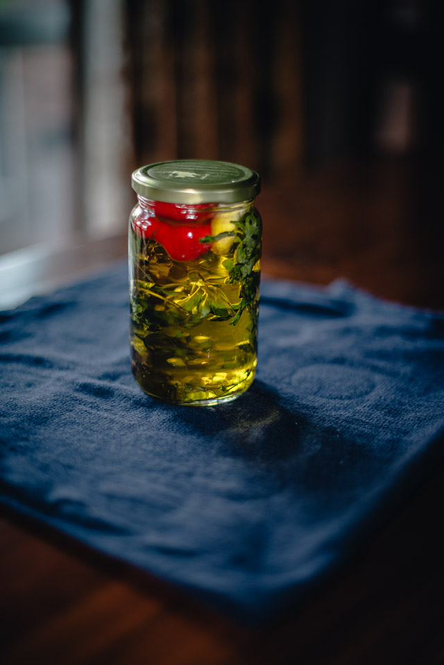 how to make garlic and thyme oil