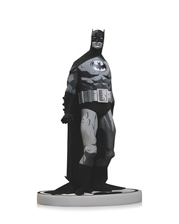 DC Collectibles – 【BATMAN X MIKE MIGNOLA】黑白蝙蝠俠雕像 BLACK & WHITE STATUE 經典復刻