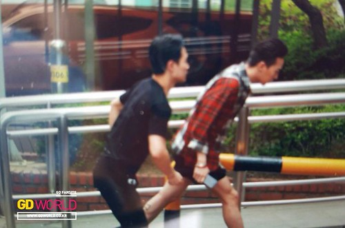 BIGBANG KBS Music Bank arrival 2015-05-15 cr on pic 012