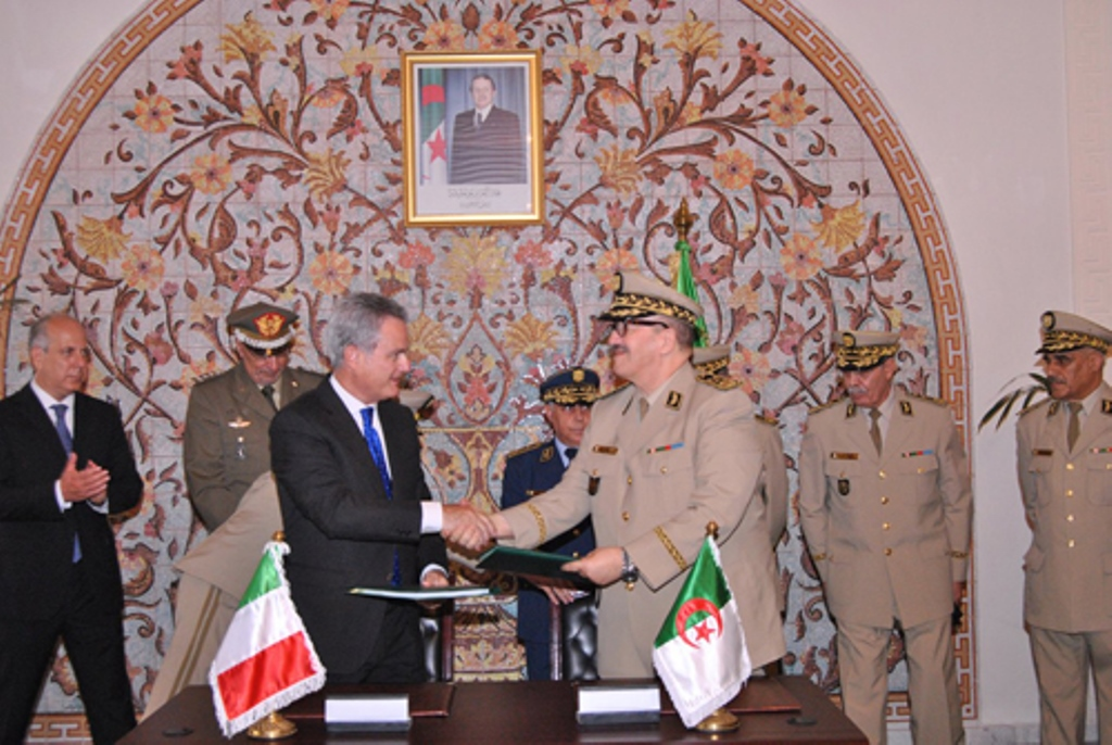 الصناعة العسكرية الجزائرية مروحيات [ AgustaWestland ]  28884389806_388c48a043_o