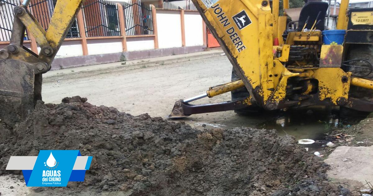 Arreglos de tuberías realiza Aguas del Chuno