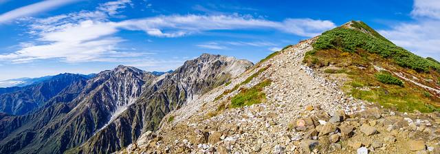 小蓮華山へもう一息・・・白馬岳と杓子・白馬鑓・鹿島槍の山々が連なる