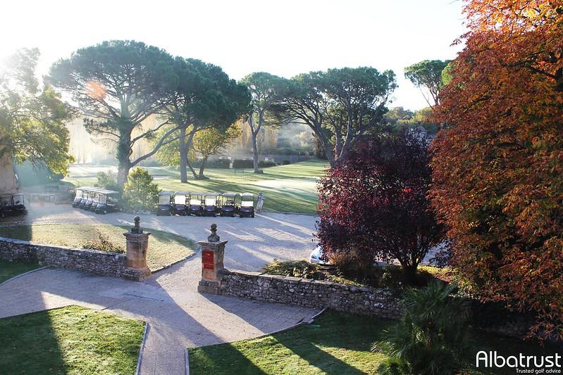 photo du golf Chateau l' Arc Golf Club - Parking