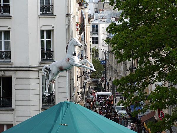 cheval sur manège.jpg