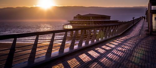 sunset sea sun mer holland strand soleil pier mar zonsondergang tramonto mare sundown scheveningen nederland playa zee denhaag mei zon thehague spiaggia puestadelsol coucherdusoleil hollanda 2013 flickraward ringexcellence